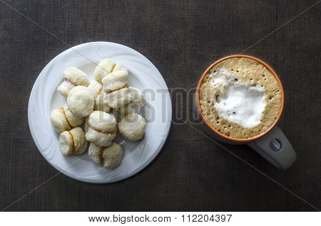 The Little Vanilla Cookies And Coffee