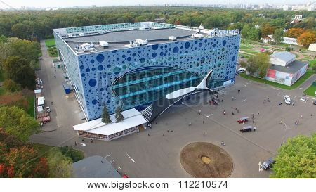 MOSCOW - SEP 22, 2015: People walk near entrance of Mosquarium the center of oceanography and sea biology in VDNH at autumn day. Aerial view videoframe
