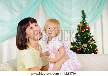 Jovem mãe e filha