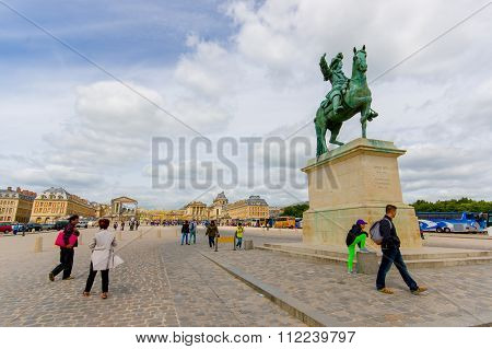 Equestrian statue of King Louis XIV at Versailles by Pierre Cartellier and Petitot, Paris, France