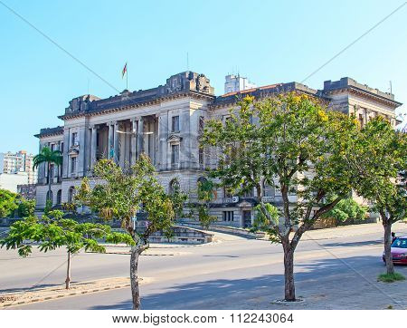 City hall and statue of Michel Samora in Maputo, Mozambique