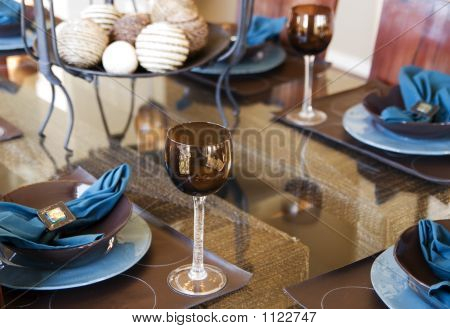 Dinner Party Table Placement