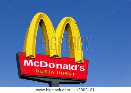McDonald's logo on a pole