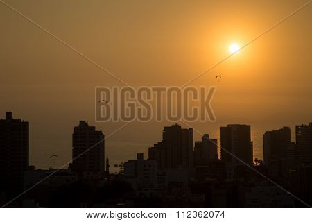Sunset paragliding in Miraflores