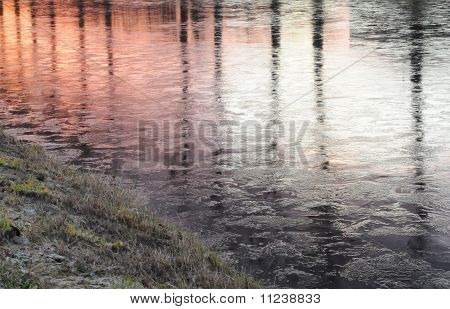 Reflections in freezing water