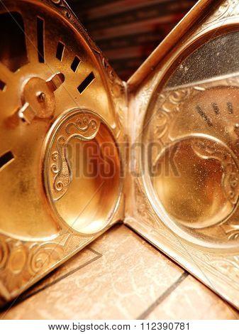 gilt powder compact mirror vintage swirled design antique silver