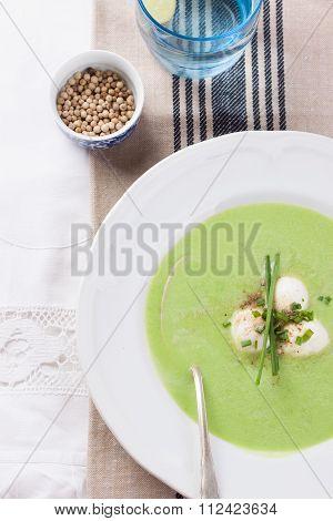 Green pea soup with spring onion and mozzarella