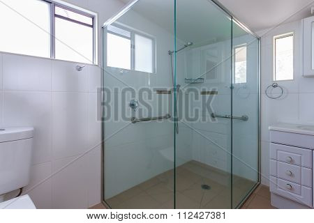 Spacious Shower Cabin With Handles