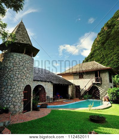 Rustic Home With Pool Between The Pitons