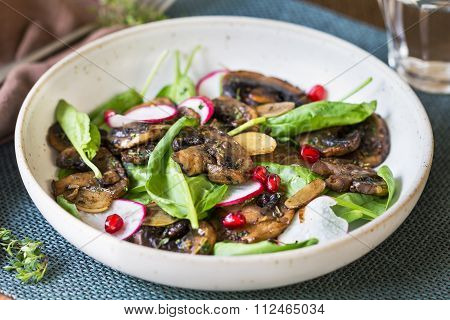 Mushroom With Spinach And Pomegranate Salad