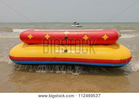 Sofa Boat Or Sofa Acqua In Bangsan Beach Cha-am Thailand