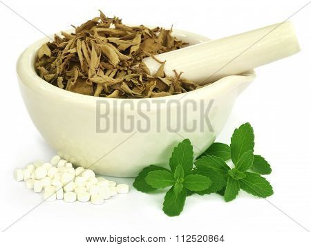 Dry And Green Stevia With Pills