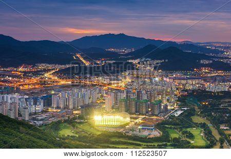Seoul City Skyline View To Downtown Of Seoul,south Korea