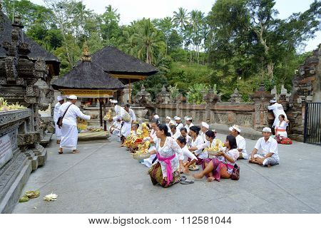 Local People Praying At Holy Spring Water Temple Pura Tirtha.