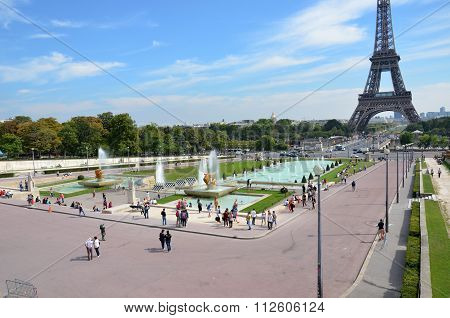 PARIS, FRANCE - SEPTEMBER 9, 2014: Paris - Fountains at Tracadero. Trocadero is area of Paris on banks of Seine not far from famous Eiffel Tower. On a hilltop in 1937 built a new palace - Palais de Chaillot. Paris France.