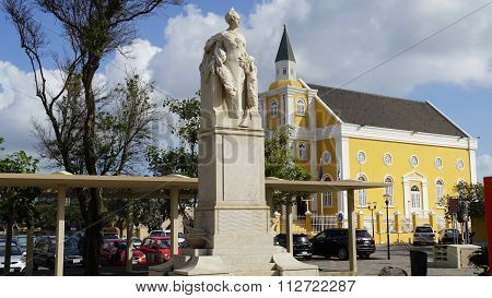 Queen Wilhelmina Statue in Curacao