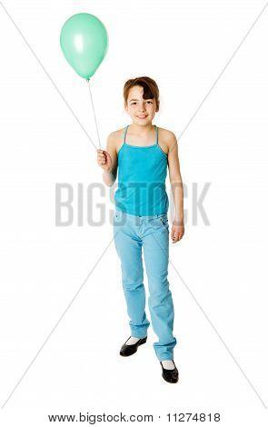 Chica sosteniendo el globo