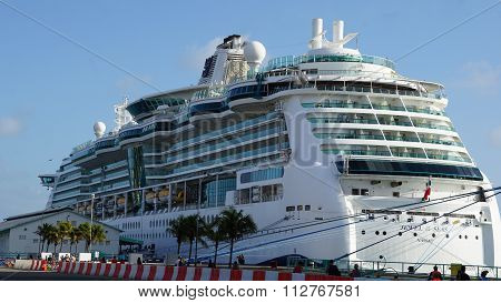 Royal Caribbean's Jewel of the Seas Cruise Ship