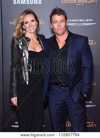 LOS ANGELES - NOV 16:  Luke Hemsworth & Samantha Hemsworth arrives to the