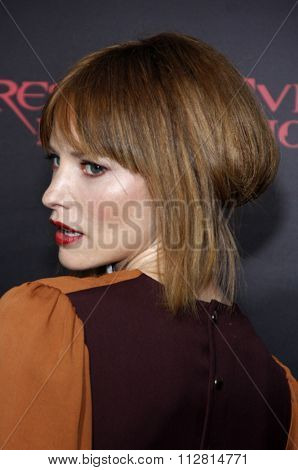 Sienna Guillory at the Los Angeles premiere of