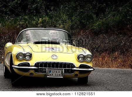 YELLOW corvette spider