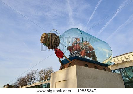 LONDON, UK - DECEMBER 28: Yinka Shonibare's piece entitled Nelson's Ship in a Bottle outside the National Maritime Museum, in Greenwich. December 28, 2015 in London.