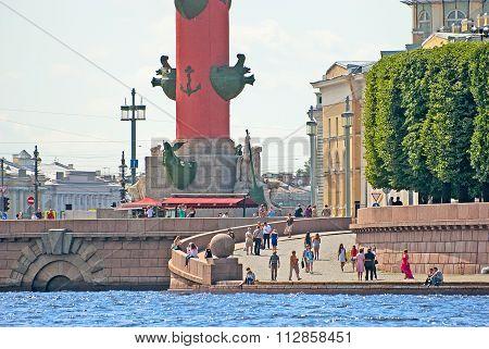 Saint - Petersburg. Russia. People on The Vasilyevsky Island Quay