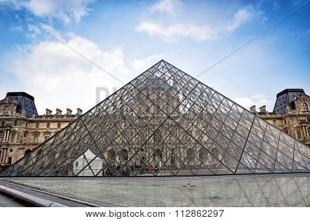 PARIS 26 MARCH 2014: : Pyramid And Louvre Museum