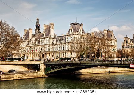 PARIS 26 MARCH 2014: : The Hotel De Ville