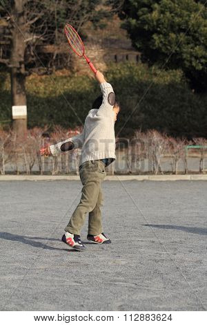 Japanese boy playing badminton (4 years old)