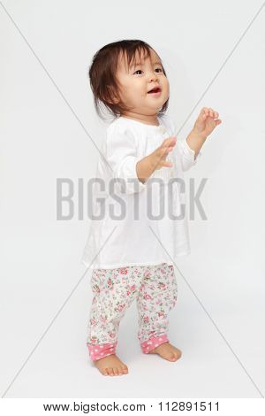 Japanese toddling baby girl (0 year old)