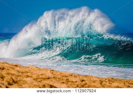 The world famous Bonzai Pipeline surf break on Oahu's North Shore in Hawaii