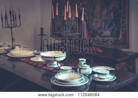Colonial Tableware
