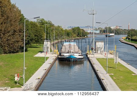cargo ship, sluice