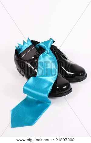 Shiny Men's Dressy Shoes And Blue Tie