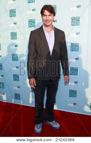 SANTA MONICA - 14 de julho: Jerry o ' Connell na festa de Verão do TCA de Fox em Santa Monica, Califórnia em J