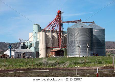 Fazenda silos agricultura indústria, Oregon e celeiros.