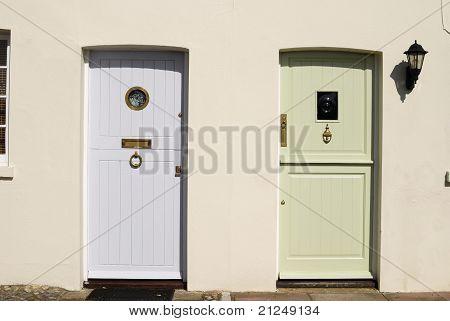 Dos puertas en Arundel. Sussex. REINO UNIDO