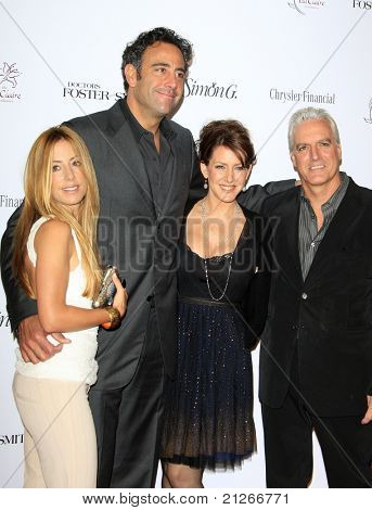 SANTA MONICA, CA - OCTOBER 04: Brad Garrett, girlfriend Lisa Gores, Joely Fisher, Chris Dudd at the Lili Claire Foundation's 11th Annual Benefit Dinner on October 4, 2008 in Santa Monica, California