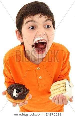 Attraktive junge genießen Süßigkeiten
