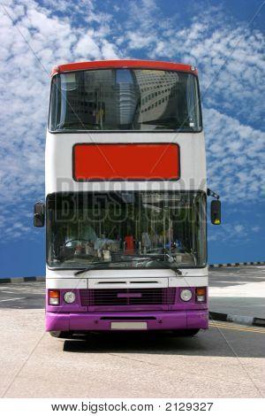Autobuses esperando a los turistas