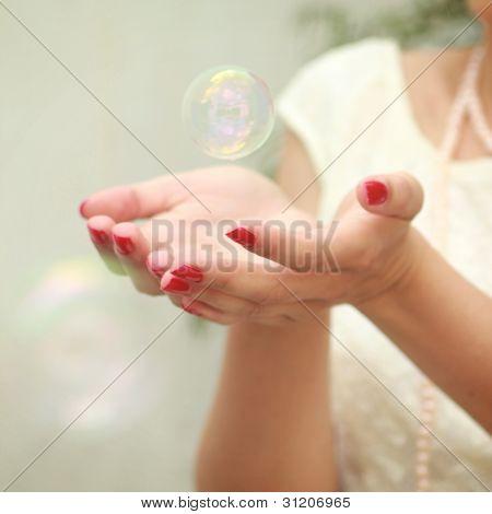 Burbuja en manos