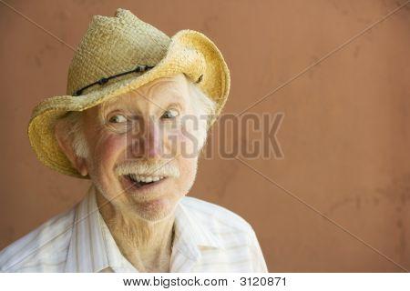 Senior Citizen-Man In einen Cowboy-Hut
