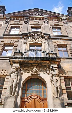 Detail of a sand stone building in the city of Dresden in Germany.