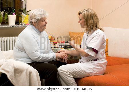 Visita a domicilio de enfermera con Senior