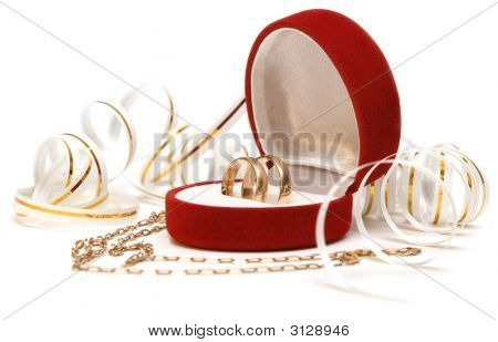 Bands Wedding  And Chain Looking Like Heart Over White Background