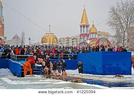 Kiev - Jan 19: Epiphany (kreshchenya) Morning Near Svjato-pokrovskiy Cathedral On January 19, 2013 I