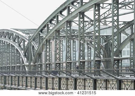 Puente metálico de la armadura