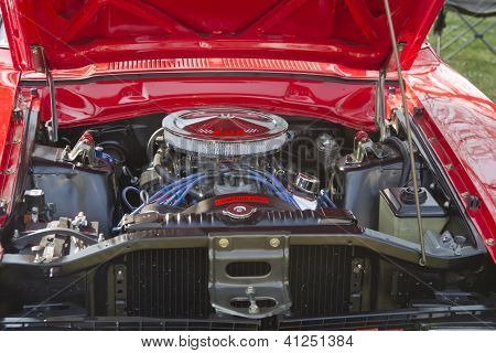 Red Ford Maverick Grabber Engine