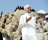 image of jabal  - Muslim pilgrims at jabal Arafat - JPG
